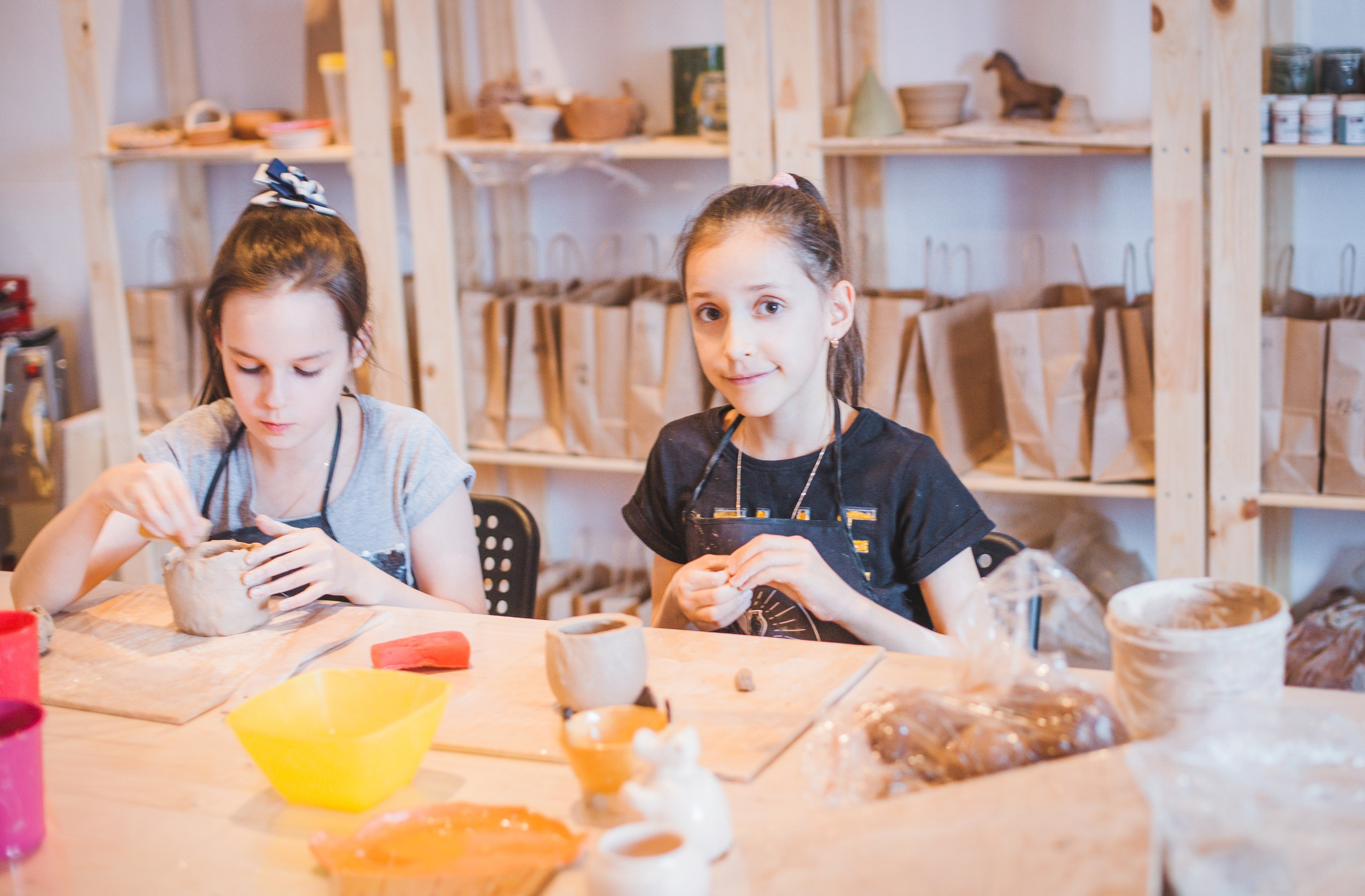 дети на гончарном мастер-классе